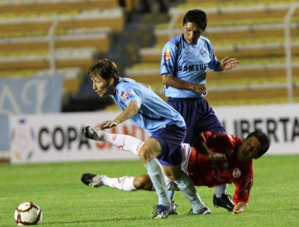 Último partido de Aurich en la Libertadores 2010: derrota 2-0 ante Bolívar en La Paz. (Foto: EFE)