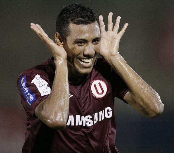 OREJAS ATENTAS. Ramírez celebró el empate a lo Juan Román Riquelme (Foto: REUTERS)