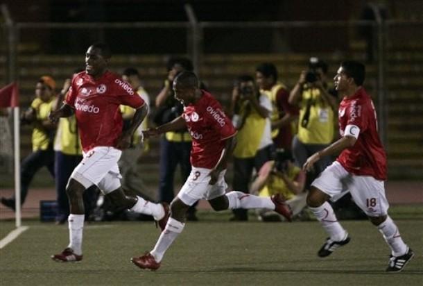 Tejada celebra el primer gol que hizo con camiseta de Aurich. Fue ante Tecos en la Libertadores 2010. (Foto: AP)