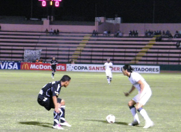 NULOS EN ATAQUE. Alemanno no fue el eficaz goleador de otras jornadas y cumplió un discreto partido. (Foto: Wagner Quiroz /DeChalaca.com)