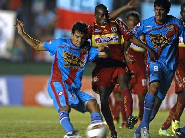 DURO DE FRENAR. Farfán tuvo muchos inconvenientes para controlar a Zelaya. (Foto: Diario Olé)