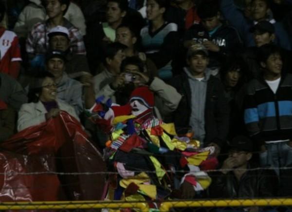 ILUSIÓN LOCAL. Los hinchas del 'Matador' no se cansaron de alentar durante el cotejo esperando el milagro de la clasificación. (Foto: Diario Correo)