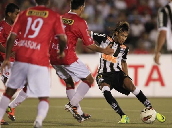EL JUGADÓN. A los 86' Neymar estuvo muy cerca de dejar su huella en Chiclayo. No obstante, vértice del arco de Penny le negó lo que hubiese sido un golazo. (Foto: Reuters)