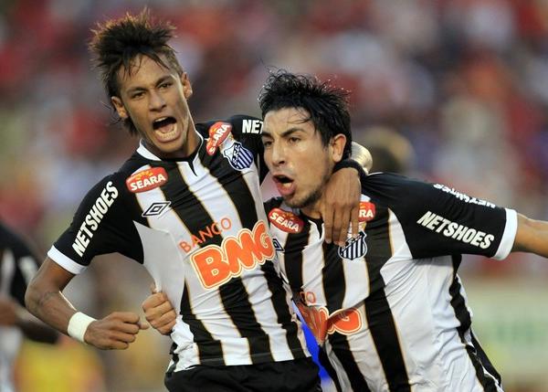 Sin distinción de calidad o fama, lo de Santos irradia lucidez por su forma de encarar cada partido sin tomar en cuenta el nombre del rival (Foto: Reuters)