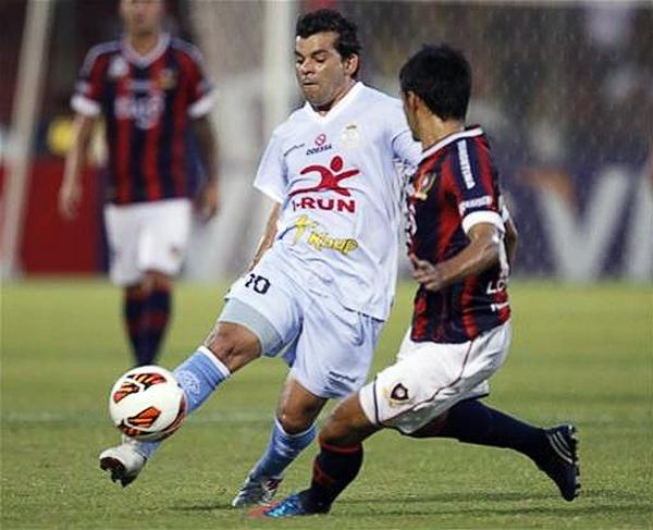 Si hubo un paraguayo que se impuso en Asunción ese fue Fabio Ramos que desde el inicio controló los tiempos en Real Garcilaso (Foto: AP)
