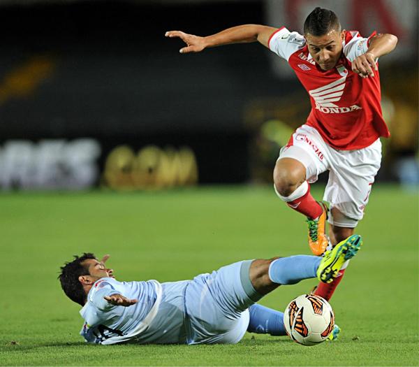Fabio Ramos tuvo una sacrificada labor en el mediocampo de Real Garcilaso, por lo que solo destacó cuando le tocó ejecutar un par de tiros libres (Foto: AFP)