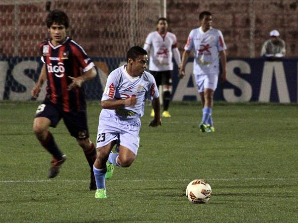 Ya con el partido asegurado, Alfredo Ramúa ingresó al campo para mantener ocupada a la defensa de Cerro Porteño y casi se apunta con un gol de larga distancia (Foto: José Carlos Angulo)