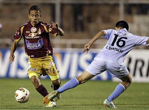 Tal como se anunció en la previa, Roberto Merino no fue parte del once titular de Tolima y recién ingresó en los últimos minutos cuando su equipo ya tenía asegurado el triunfo en el Cusco (Foto: AP)