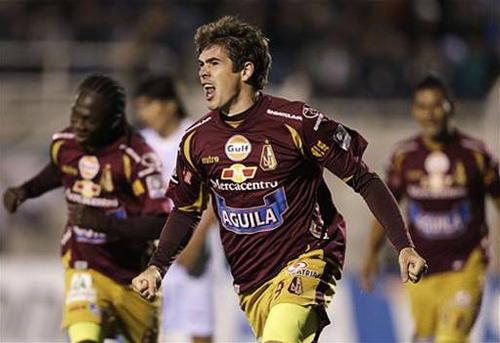 El paraguayo Rogerio Leichtweis se convirtió en el verdugo de Real Garcilaso anotando tres goles en una noche soñada para el '9' de Tolima (Foto: AP)