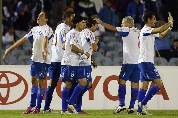 Nacional encontró premio a su asedio en el segundo tiempo luego de aprovechar una doble distracción de Real Garcilaso en un centro que acabó por conectar Gonzalo Bueno para el 1-0 (Foto: AFP)