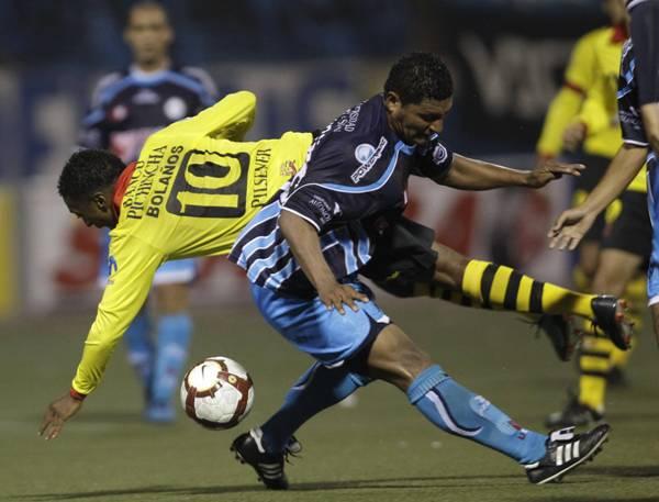 Andonaire ha sido dueño de la banda izquierda de la Vallejo en los últimos años. Participó en las dos discretas -y cortas- campañas de su equipo en la Sudamericana (Foto: AP).