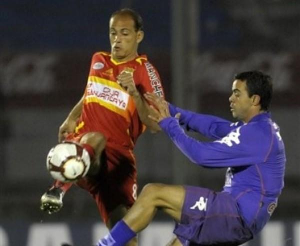 PARA NO MIRARLOS. Sport Huancayo mostró su peor faceta en el Centenario y se llevó una humillante goleada que puede sumirlo en una profunda crisis. (Foto: AP)