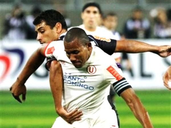 PEGADO A TODO. John Galliquio siempre marcando al límite a los jugadores brasileños. 'Tyson' puso en riesgo en más de una ocasión a la zaga merengue. (Foto: AP)