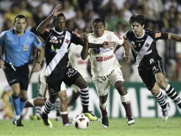 NO LA VE. Fue uno de los más flojos partidos de Antonio Gonzales, y la 'U' sintió eso. (Foto: AFP)