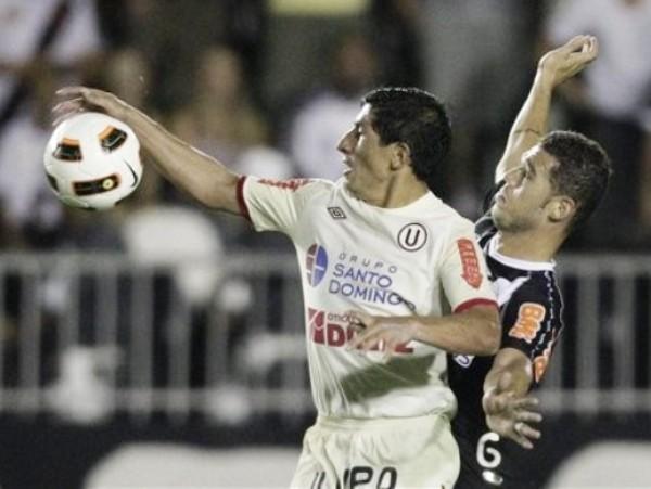 LE CORTARON LAS ALAS. Johan Fano fue superado fácilmente por los defensores brasileños. El 'Gavilán' tuvo un pésimo partido. (Foto: AFP)