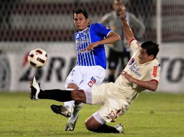 HASTA DONDE PUDO. Johan Fano dejó todo en el campo, pero futbolísticamente no le fue bien. El 'Cholo' salió lesionado del campo. (Foto: Reuters)