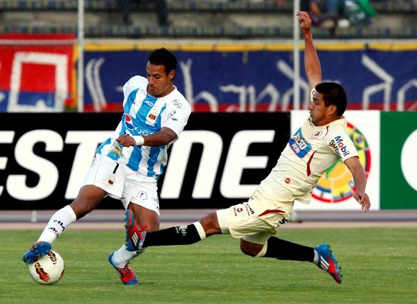 LA CLAVE. Si León tiene chances de clasificar a la siguiente ronda, es gracias al trabajo de Juan Flores. 'Chiquito' estuvo grande en equito para negarle el grito de gol a Bevacqua, Lorca y Paredes. (Foto: Diario El Comercio de Quito)