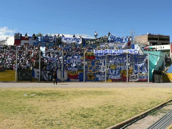 EL ESTADIO. Mucha gente en el Ciudad de Cumaná. Los hinchas de Inti Gas y Millonarios pusieron el color del encuentro. (Foto: Ciro Madueño)