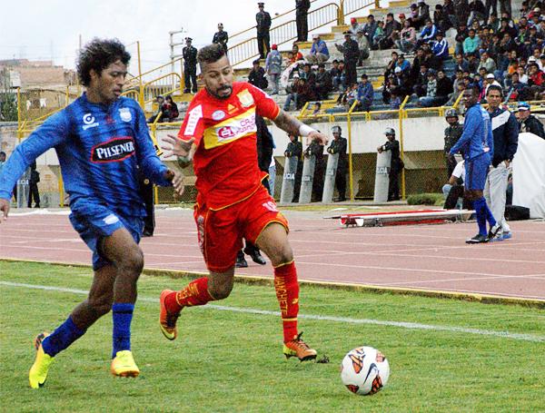 En el tramo final Sport Huancayo quiso responder ante el marcador adverso pero los cambios, como el ingreso de Andrey, de nada sirvieron (Foto: Diario Primicia de Huancayo)