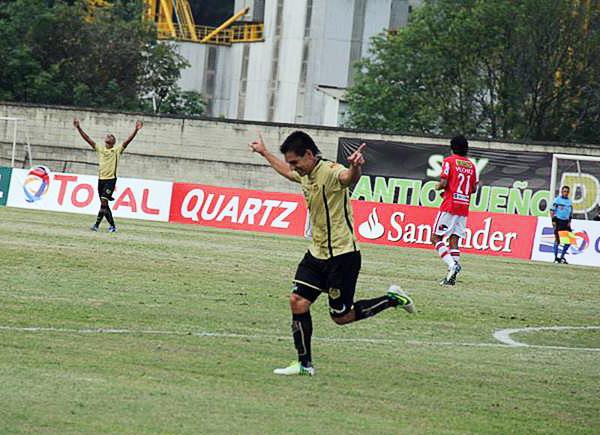 Dos goles de Jorge Aguirre terminaron por liquidar un partido muy disparejo en el que Itagüí se impuso sin problemas sobre Aurich (Foto: Prensa Itagüí)