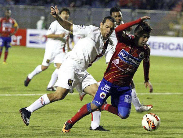 En la parte final hizo su ingreso Antonio Meza Cuadra pero poco o nada logró ante el mejor desempeño de las líneas del equipo colombiano (Foto: NotiFutbolWeb)