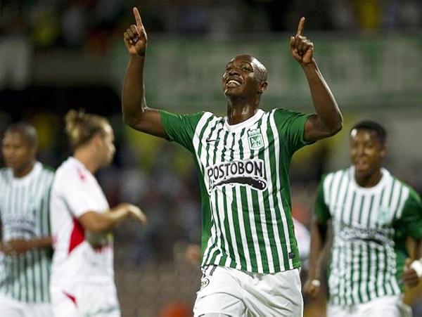 Jhon Valoy terminó siendo la figura de Atlético Nacional con dos goles y un juego que hizo gran daño en la defensa de Inti Gas (Foto: AFP)