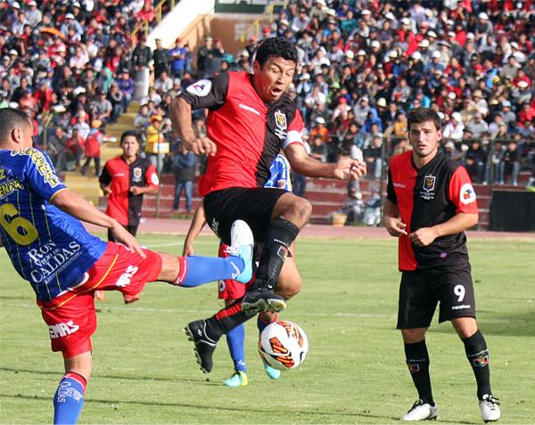 Ysrael Zúñiga tomó las riendas del ataque de Melgar con dos goles que encendieron la ilusión de los mistianos por igualar la llave ante el Pasto (Foto: Prensa FBC Melgar)