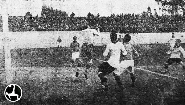 Deportes Santiago comenzó su periplo por el Perú derrotando 2-4 a jugadores de Círcolo Sportivo Italiano y Association. (Recorte: diario La Crónica)