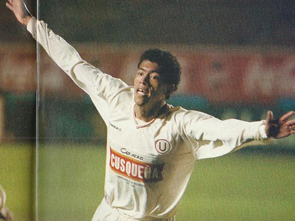 Juan Pajuelo celebra su primer gol con Universitario ante Lawn Tennis (Foto: Recorte Revista Once)