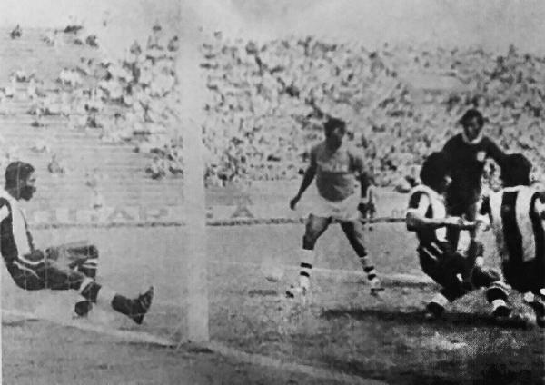 El histórico gol de 'Perico' León a Alianza Lima con camiseta de Unión Tumán. (Foto: Historial Blanquiazul)
