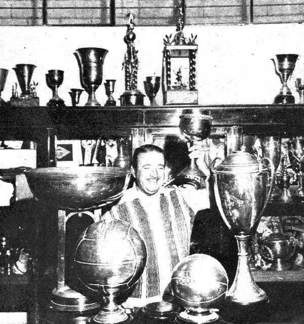 No quedan dudas que, como dirigente, Rafael Quirós derrochó grandeza en una época de apogeo para un club merengue llenó de trofeos (Recorte: revista Don Balón)