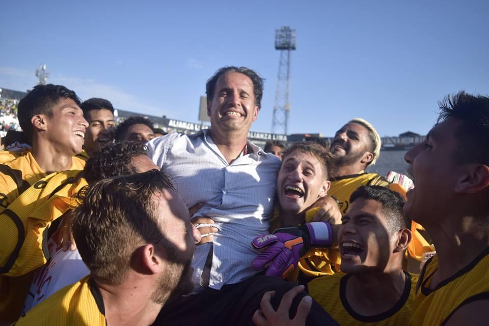 Silvestri tuvo un respaldo dirigencial a prueba de todo. Ello dio su fruto con el título y el ascenso. (Foto. Raúl Chávarry / DeChalaca.com)