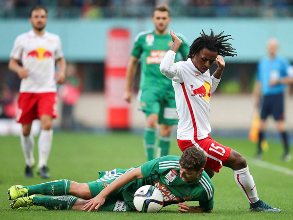 Reyna no recibió oportunidades en Red Bull Salzburg. Apenas jugó seis partidos. (Foto:AFP)