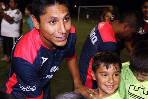 Raúl Ruidíaz es referente de Monarcas y debe ser figura clave, antes que goleador, para salvar la baja: si desciende puede perjudicar su carrera. (Foto: prensa Monarcas Morelia)