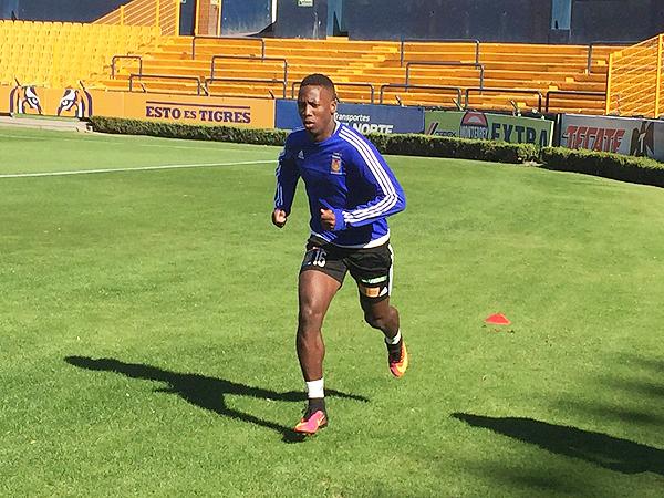 Luis Advíncula en sus primeros entrenamientos con Tigres. (Foto: prensa Tigres UANL)