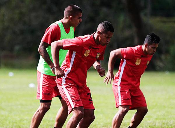 Alexander Sánchez y uno de sus primeros entrenamientos con su nuevo equipo. (Foto: prensa Rionegro Águilas Doradas)