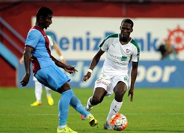 El paso de Luis Advíncula por el Bursaspor no fue bueno. (Foto: Prenss Bursaspor)