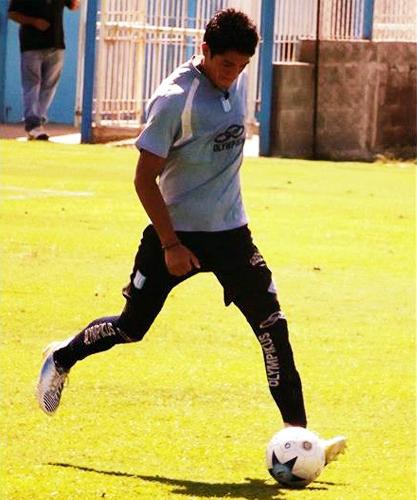 Alejandro Burneo es otro defensa peruano que busca abrirse paso en una liga más competitiva como la argentina (Foto: Facebook)