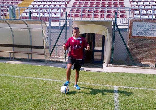 Santino Vidal con la camiseta del Clodiense que le dio la oportunidad de alternar en el fútbol italiano (Foto: Facebook)
