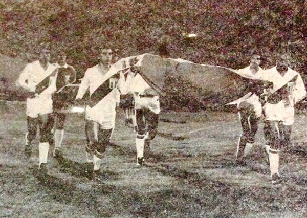 La serie de amistosos a inicios de 1981 fueron poco favorables: dos caídas en casa ante Checoslovaquia y Bulgaria, antes del partido ante Chile (Recorte: revista Ovación)