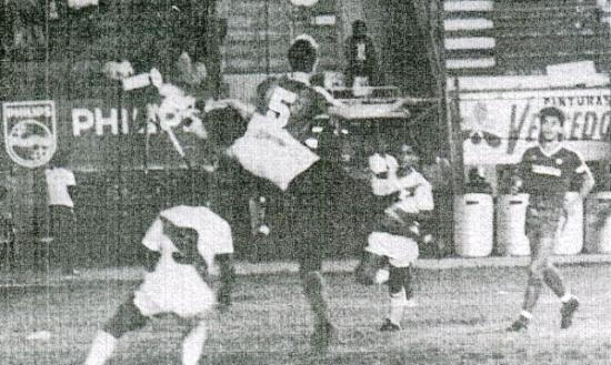 Un partido que se rescató del olvido fue el que la selección peruana afronto ante su similar de Canadá en 1988 (Recorte: diario La Crónica)