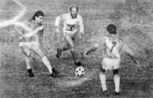 José del Solar fue de los pocos jugadores que se salvaron de la crítica luego de empatar sin goles ante Aucas (Recorte: diario La Crónica)