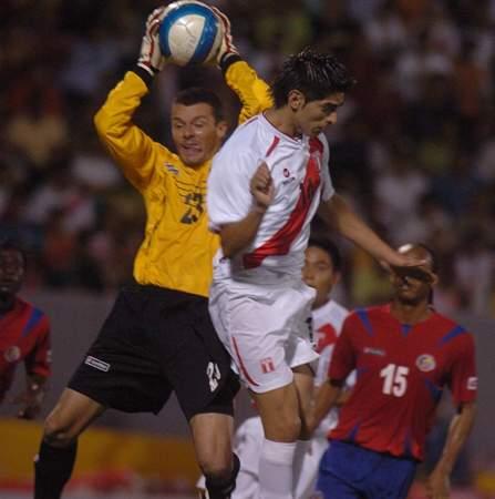 Zambrano estuvo solvente en la zaga y anotó el segundo tras pivoteo de Arakaki (Foto: diario La Industria de Trujillo)