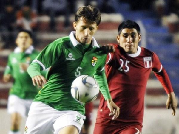 VS. BOLIVIA (AMISTOSO VUELTA). Tres días después, Perú le devolvió la visita a Bolivia y, en La Paz, obtuvo un 0-0 que más sirvió para saber cómo respondería el equipo en la altura. (Foto: AFP)