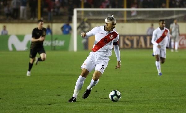 Entró Guerrero y, aun con redecilla, hizo que Perú fuera otra cosa. (Foto: Pedro Monteverde / DeChalaca.com)