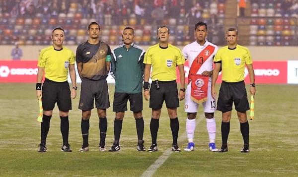 La cuarteta encabezada por el argentino Herrera contó con el peruano Santiváñez como cuarto oficial. (Foto: Pedro Monteverde / DeChalaca.com)