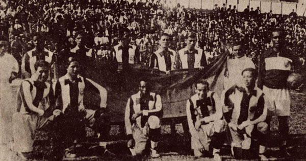 Oncena peruana que obtuvo una victoria ante su similiar boliviano en el Sudamericano de 1927, triunfo que le valió a Perú obtener el tercer puesto del torneo. (Recorte: suplemento Historia del Fútbol Peruano)