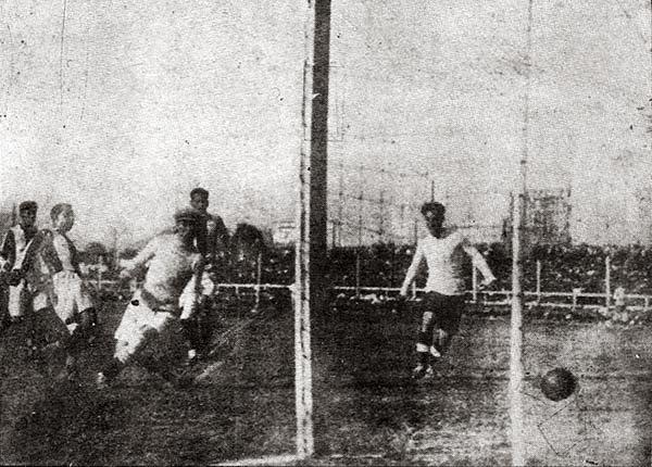 Fue el primer triunfo de nuestra selección, con remontada incluida. Por el Sudamericano de 1927, Perú ganó 3-2 a Bolivia. (Foto: suplemento Historia del Fútbol Peruano)
