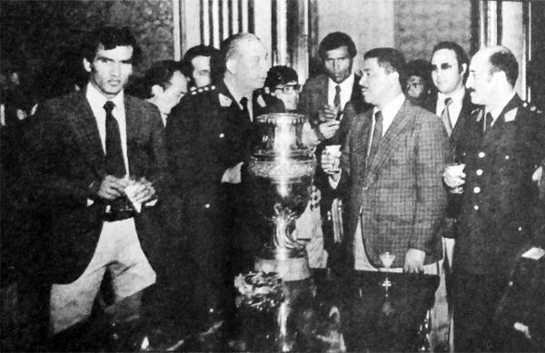 En Palacio de Gobierno también se lució la Copa América junto a la selección peruana (Recorte: diario La Crónica)