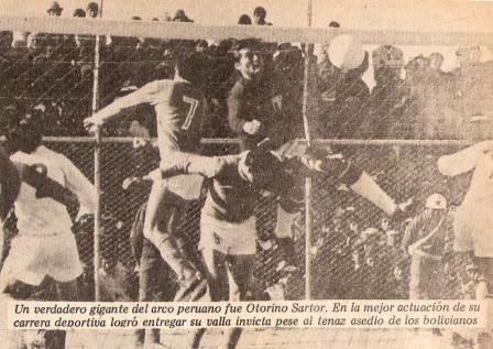 Sartor resguardando su valla del intenso ataque boliviano (Foto: revista Ovación)